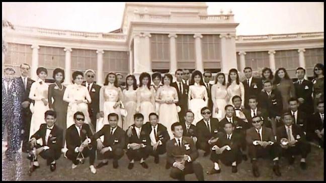 [Hình ảnh] Đoàn 'Văn nghệ Việt Nam' của nhạc sĩ Hoàng Thi Thơ (Thanh Sơn ngồi thứ 3 từ trái qua)   Thanh Sơn & Những sáng tác để đời